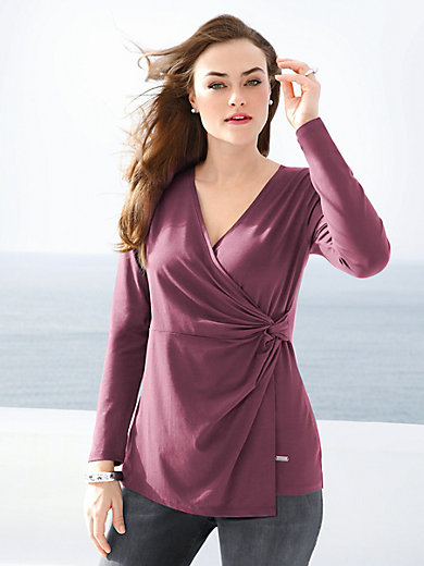 Emilia Lay - Top with a low V neckline
