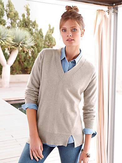 include - V-neck pullover in 100% cashmere