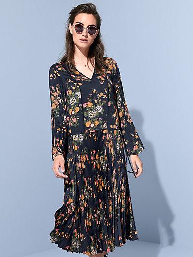 Steffen Schraut - Long-sleeved dress with a V neckline