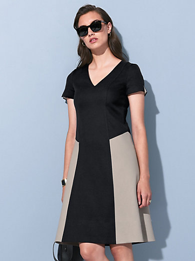 Strenesse - Dress with short sleeves and a V-neck