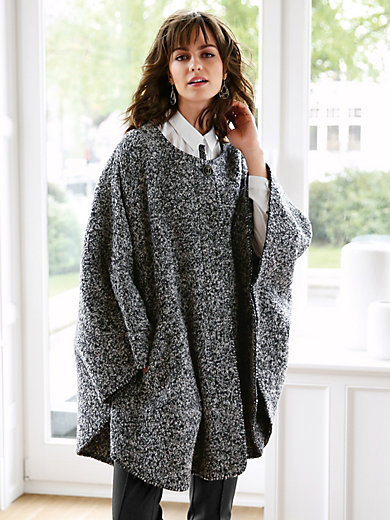 Uta Raasch - Knitted cape